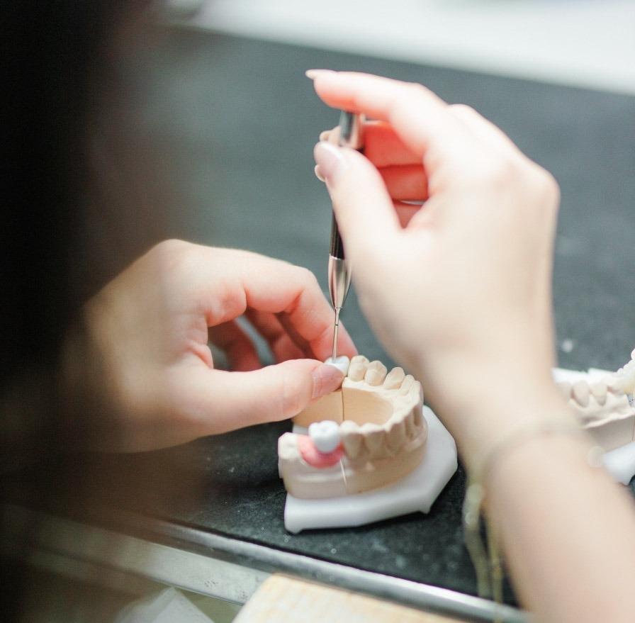 colocar prótese dentária - Sara Ferreira